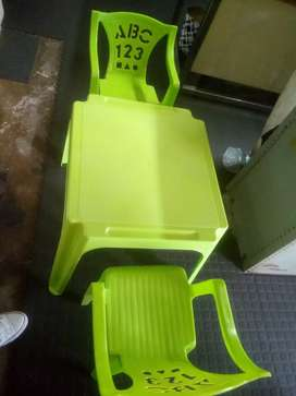 Kiddies table and chairs /brand new