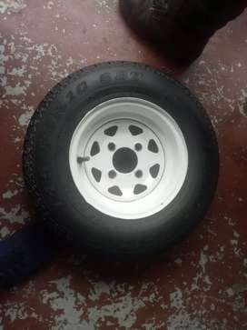 Trailer rims size 10 with second hand tyred