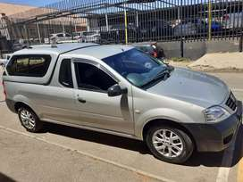 2015 Nissan NP200 with canopy
