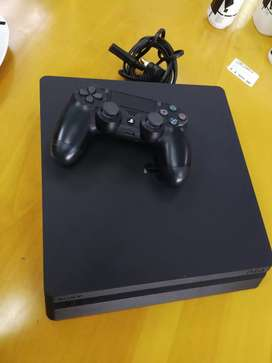 Ps4 includes fifa 18 and One Controller (500GB)