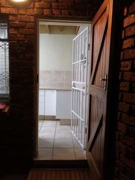 Secure and immaculate 2 Bedroom Duplex to rent with private entrance i