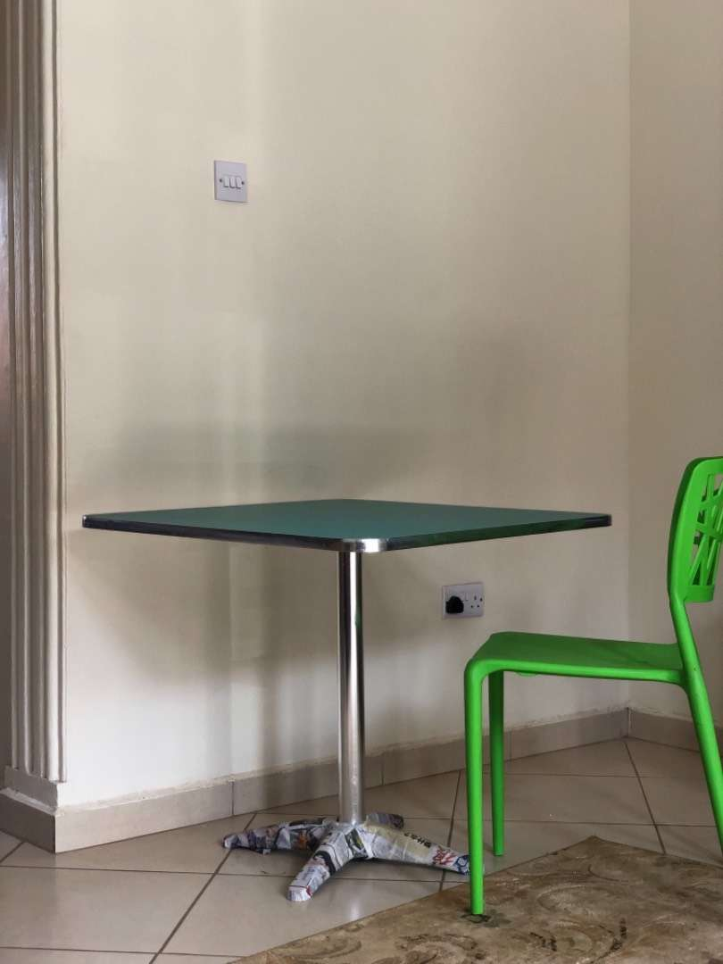 Superb cool/strong table & chairs 0