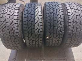 A set of rims and tyres for jeep sizes 285/70/17 copper Discoverer AT3