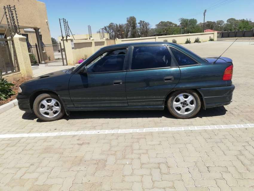 Great condition, electric windows, leather seats 160ie