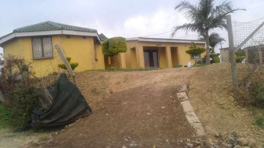 House for sale In toti open yard with outside buildings 0