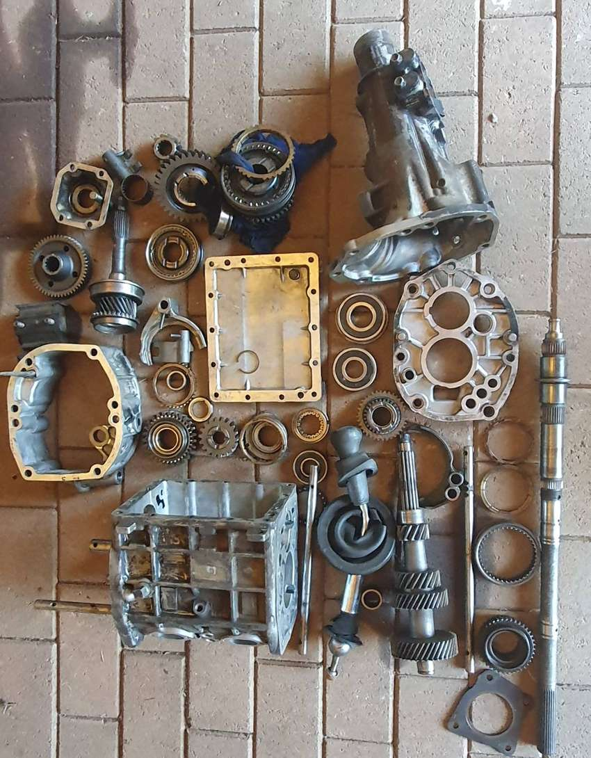 Mazda Drifter SLX 2.5 TDI .. Gearbox for parts . 0