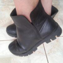 Кожаные стильные ботинки .