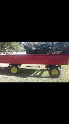 Farm trailor with dropside