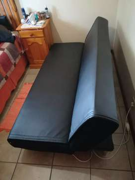Sleepercouch very good condition R650