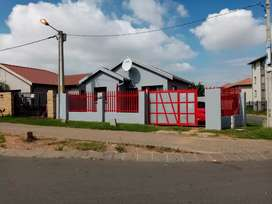 Beautiful and clean House to rent in Fleurhof ext 2