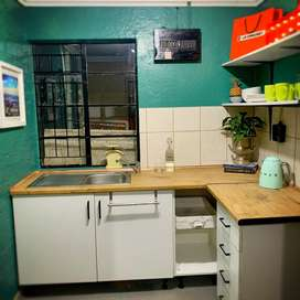 Bachelor garden cottage to let in Bergbron