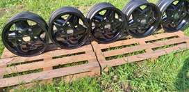 Land rover defender 16inch alloy rims x5