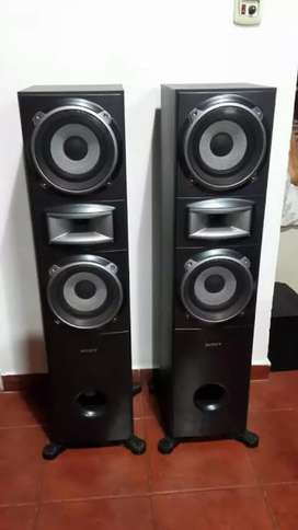 SONY TALL BOYS FLOOR STANDING SPEAKERS IMMACULATE CONDITION