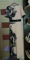 Сукня пудрового кольору на підкладці для урочистих подій.