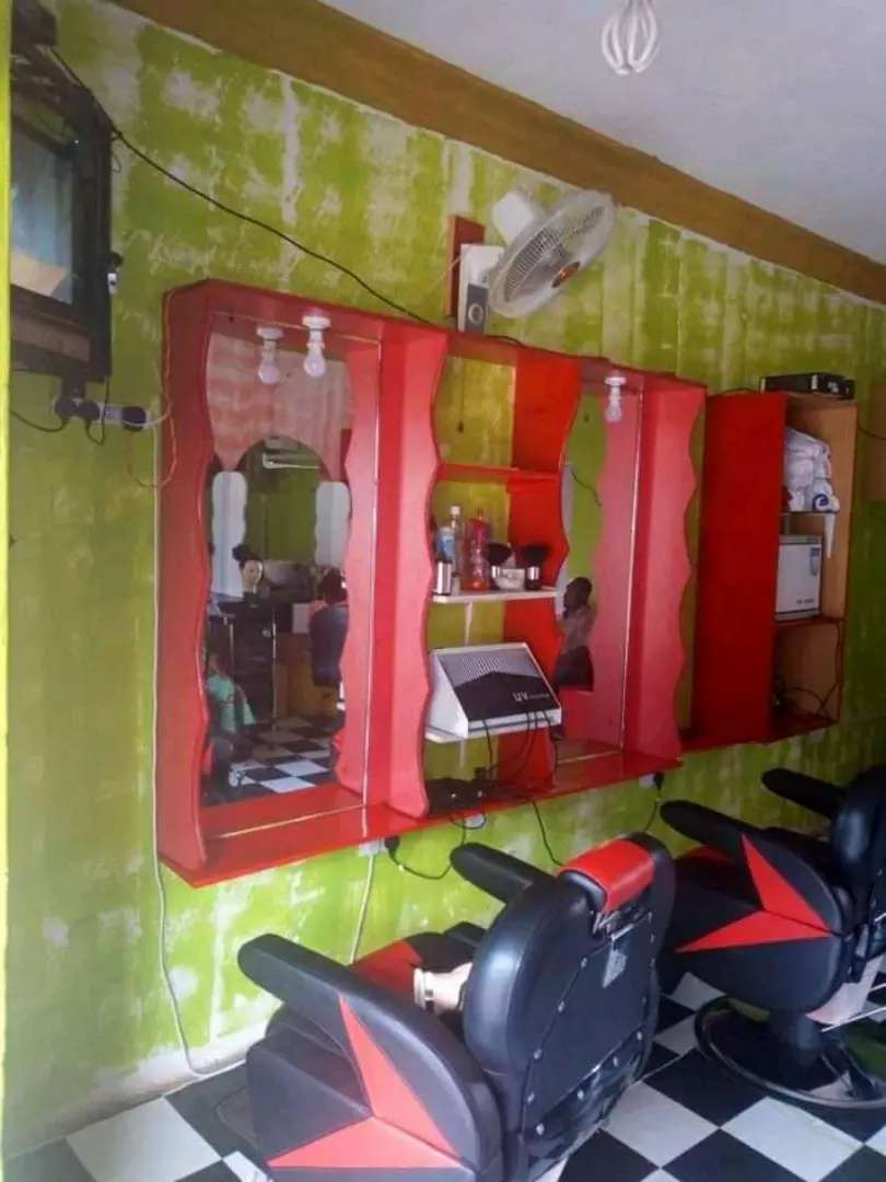 Saloon for sale on goodwill in Kyaliwajara town at 20m 0