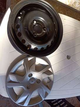 Kwid Dynamique wheelcaps and rims