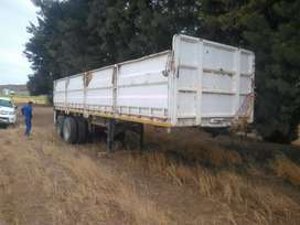 Double axle trailer . 9 m long with mass-sides