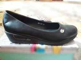 Женские туфли на не большой танкетке