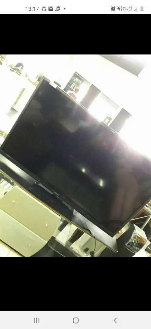 Tv. Lg its 50 inch but it's got a line on the screen when u switch it