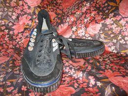 Продам обувь спортивную подростковую.