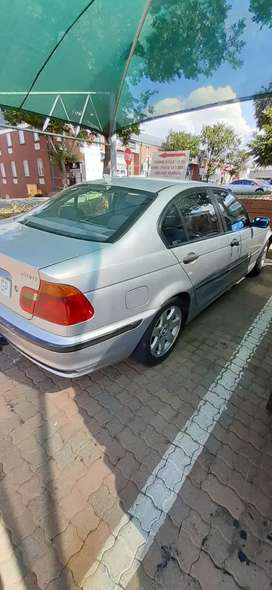 Bmw e46 318i..very neat..leather interior..full sound system.