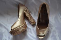 Шикарные туфли золотистого цвета
