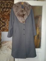 Продам зимнее пальто с песцовым воротником!