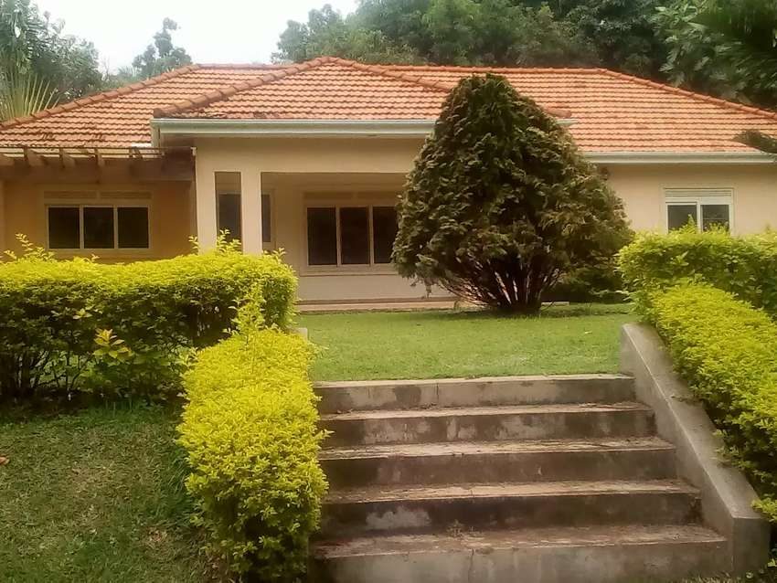 A wonderful four bedroomed house 0