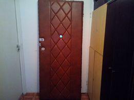 Drzwi zewnętrzne80 wyciszone.