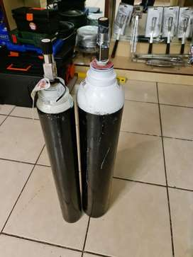 Medical Oxygen Tanks with Oxygen and Breathing Apparatus