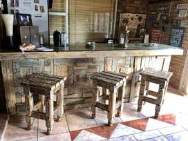Wooden bar with 6 x stools