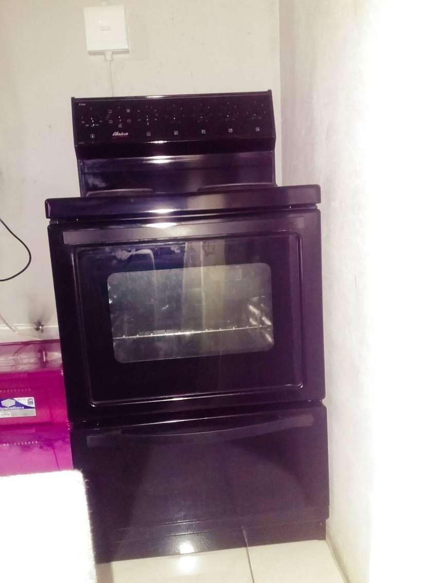Univa Stove, four plate. 4 month old. 0