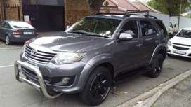2011 Model Toyota Fortuner 4.0 v6 Automatic