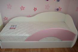 Мебель для детской комнаты девочки.