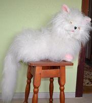 Большой очень пушистый кот
