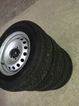 205/70R15 Continental tyres with rims