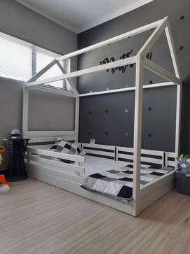 Children's/ Toddlers Bed. Grow with me house. All for R5000.