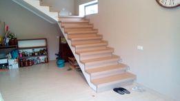 Обшивка бетонных и металлических каркасов лестниц.Ограждения.