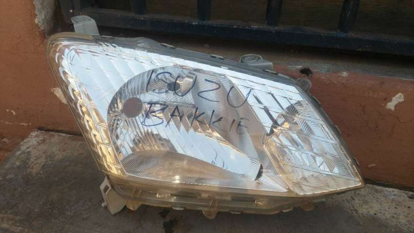ISUZU BAKKIE HEAD LIGHT FOR SALE 0