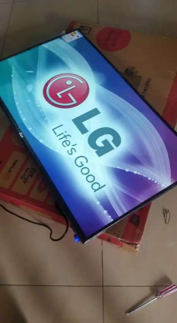 43 inches led lg flat screen digital 0
