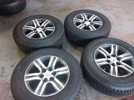 A set of new rims and tyres sizes 265/65/17 Dunlop now a9