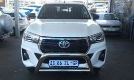 TOYOTA HILUX 2.4 GD6 4X4 WITH CANOPY