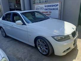 M3 Sports series, automatic, sunroof, electric windows, abs