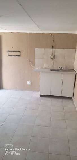 Cottage available for rent in Crystal Park Benoni
