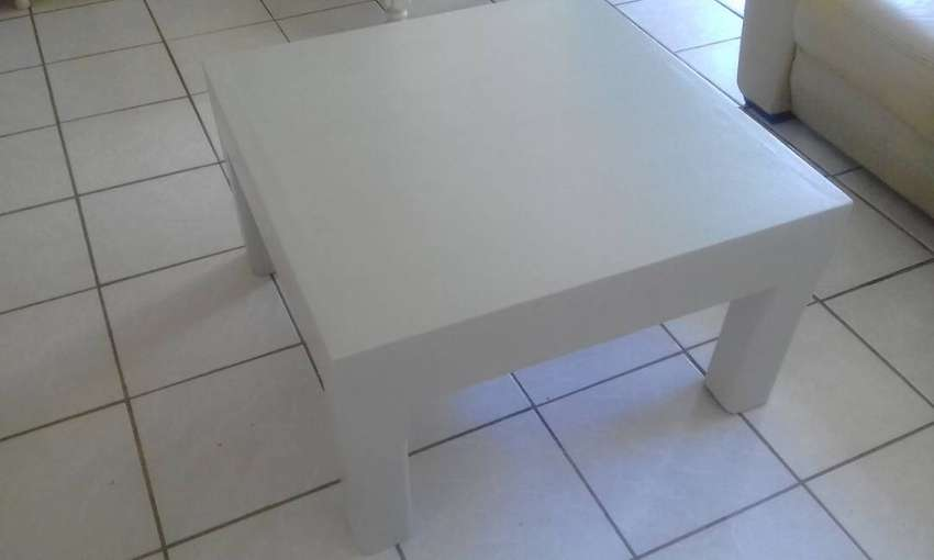 Solid White Square coffee table 0
