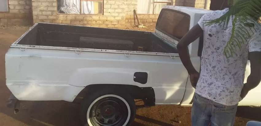 Toyota Hilux 1987(Hips) 0