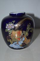 Szklany niebieski dzban wazon zdobiony