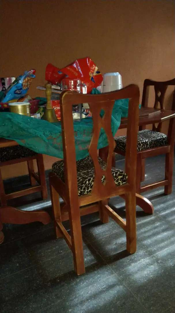 Dining table & Chairs 0