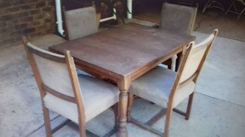 4 SEATER ANTIQUE TABLE AND CHAIRS 0