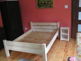 Wytrzymałe łóżko drewniane ze stelażem 140x200
